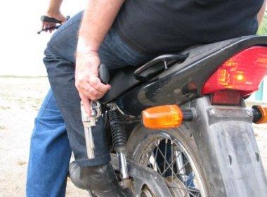 armados de moto encapuzados