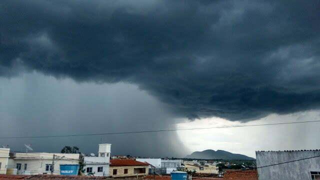 A maior chuva do ano bota cheia no Rio Pajeú