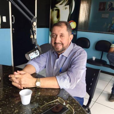 """Carlos Evandro chama atenção de Vitor Oliveira, """"não se faz campanha sozinho"""""""